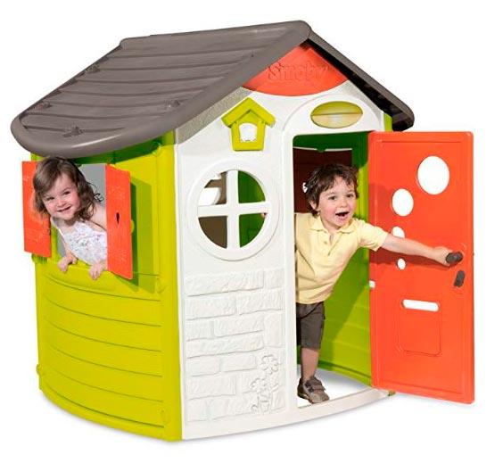 niños en casetas de plastico